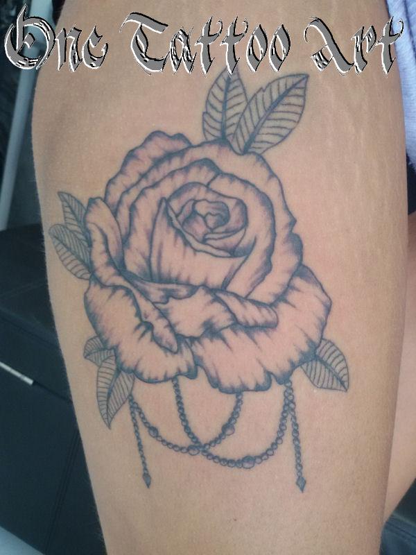 Rose one tattoo art - Fréjus